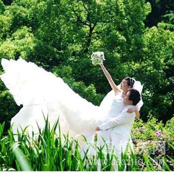新娘选购婚纱礼服的四个标准1