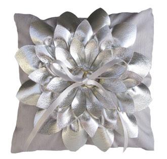 婚礼漂亮花型戒枕