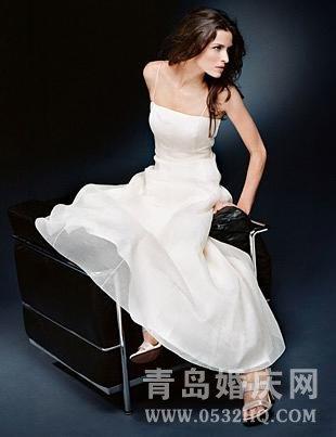 简洁新娘的春季飘逸嫁衣