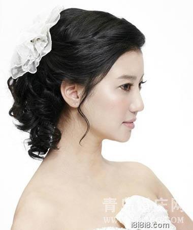 俏丽迷人 短发新娘发型