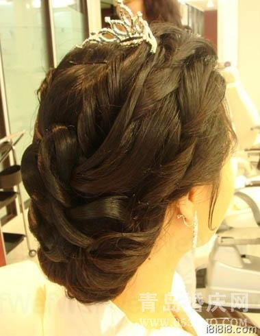 鱼骨辫盘发打造韩式新娘发型图解-2012年最新的韩式盘发发型图片