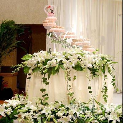 婚礼布置用全鲜花布置还是半鲜半绢