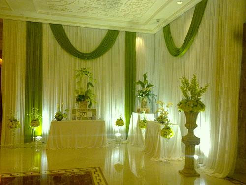 清新绿色的婚礼现场布置