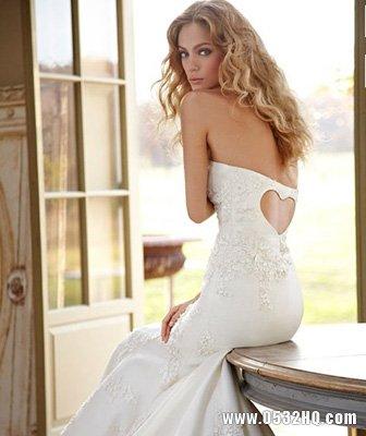 准新娘穿无肩带婚纱的5个完美技巧