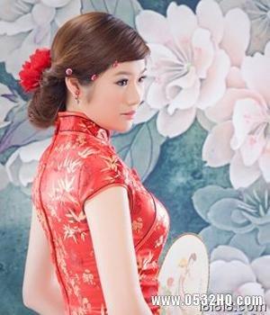 旗袍新娘发型1:低垂式盘发