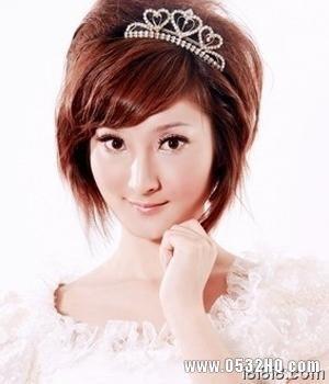时尚新娘发型1:蓬松刘海短发