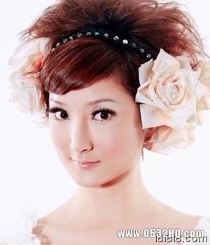 时尚新娘发型1:个性玉米须盘发