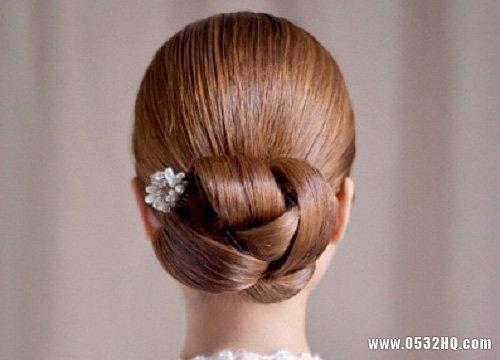 低发髻新娘盘发造型 尽享新娘优雅本色