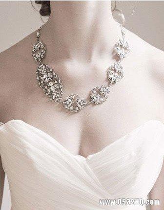 纯粹素净冬季新娘饰品 衬托新娘婉约气质