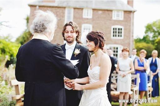 夏季婚礼嘉宾如何着装 夏季婚礼着装方案