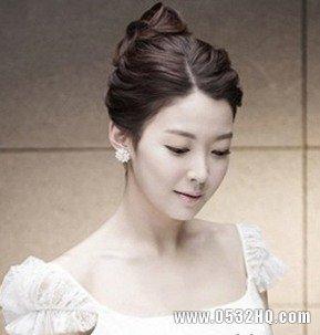 非常简单的新娘盘发,也正是发型的简洁大方图片