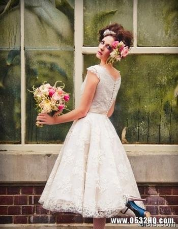 娇俏可爱的婚纱图片