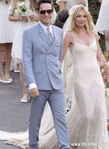 婚礼上婚纱礼服的选择及颜色搭配