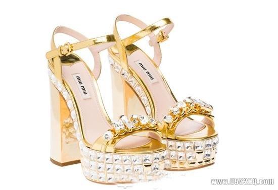 高贵典雅的金色婚鞋 令新娘足下生辉