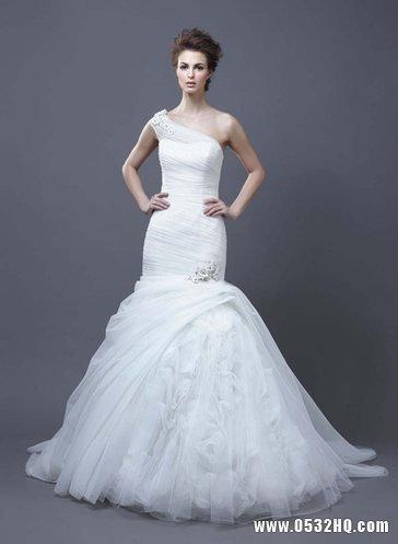 象牙白色喇叭裙摆婚纱+金色主题婚礼