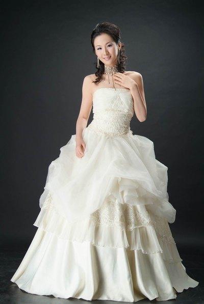 不同设计的春夏清新婚纱礼服推荐