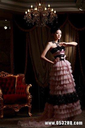 奢华高贵红色婚纱 让新娘感受浓浓幸福
