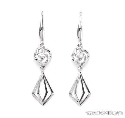 耀眼钻石耳饰款式分类 凸显女性不同气质