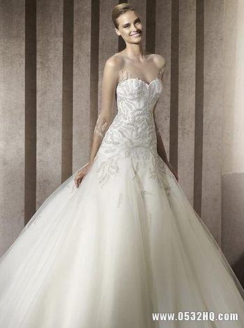 纯净唯美白色婚纱 展现优雅气质新娘