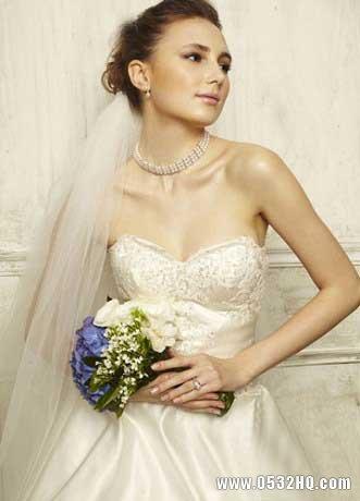 珍珠项链与婚纱如何搭配的技巧