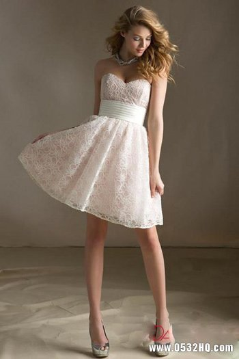 甜美伴娘礼服 为婚礼更添一丝动人光彩
