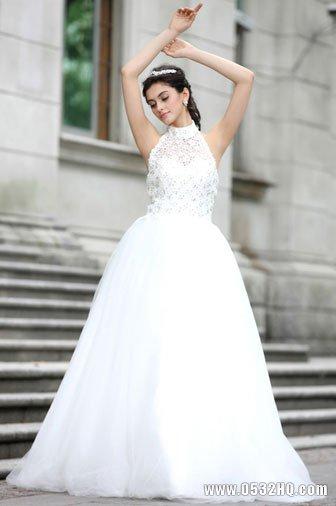 精心设计的婚礼当天新娘全套着装