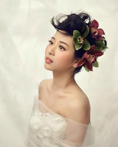 花枝装点的新娘造型 春日里最浪漫的选择