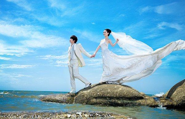 拍婚纱照时应该怎么选择婚纱礼服