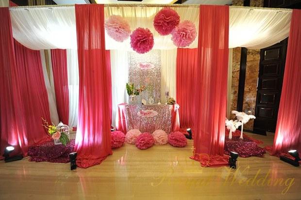 红色主题婚礼现场该如何布置