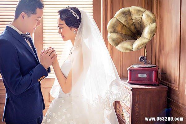 室内婚纱照也可以拍得很生动